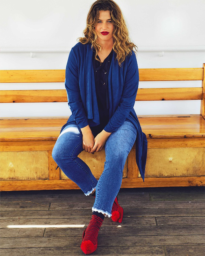 Blaue jacke jeans female model