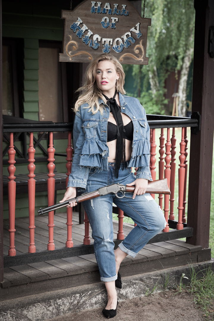 curvy magazine rock and roll cowgirl shooting kerstin jacobsen stephan schmied hair and make-up visagist berlin blossom jeans look