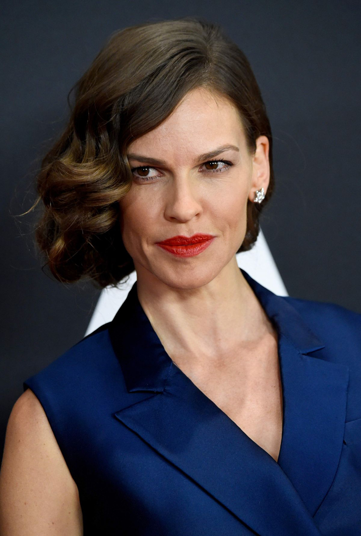 hilary swank oscars red carpet