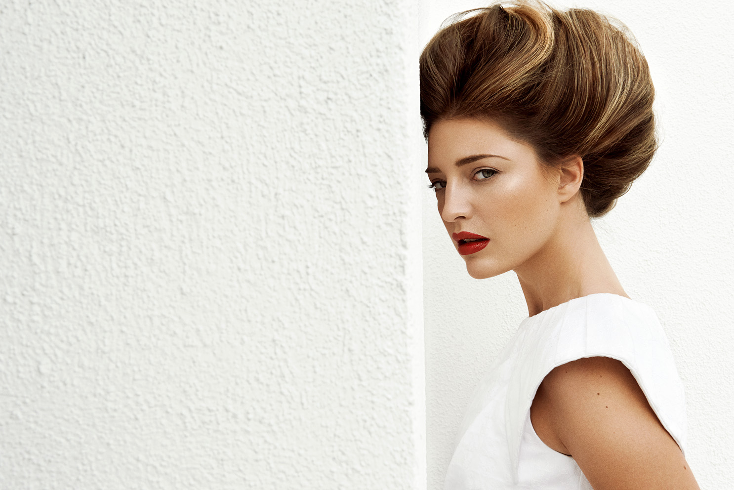 Model hair updo big hair volume Maxima fashion editorial red lipstick