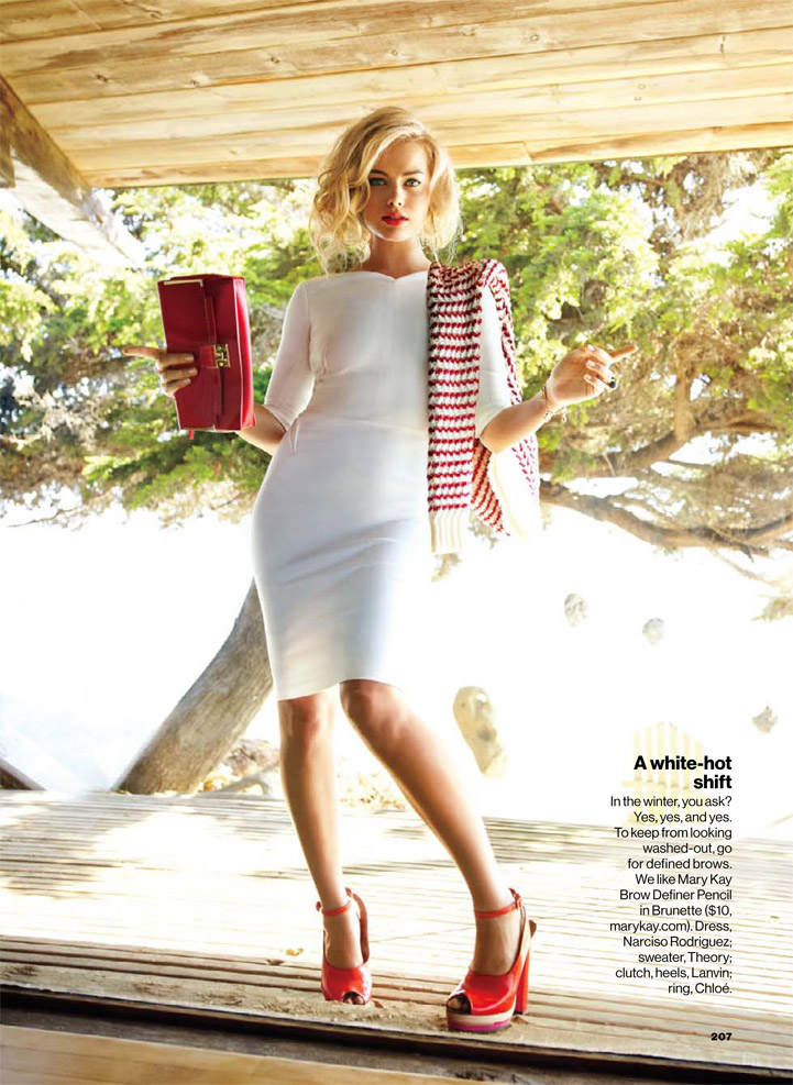 Margot Robbie 50s style hair lipstick fashion editorial a white hot shift bag