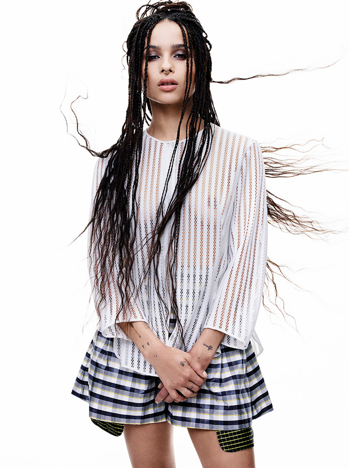 Box braids Zoe Kravitz fyling hair portrait dior smokey eyes nose piercing