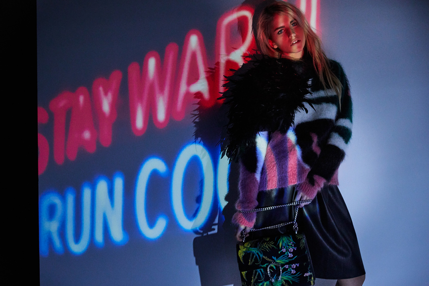 Stay Warm Stay Cool Model Posing Light effect Coat Fur Caro Dauer