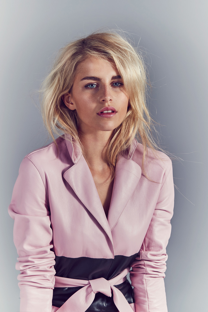 model Portrait Pink Coat Blond Hair Caro Dauer