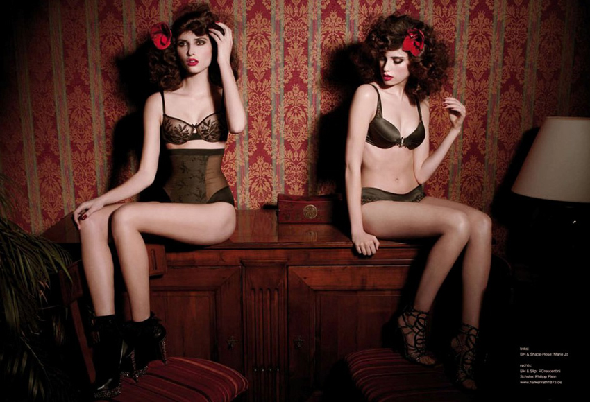Dessou Model Twins Red Sexy Vintage