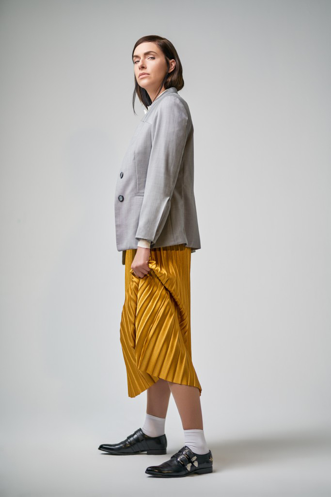 Kim Riedle styling skirt yellow shoes blazer