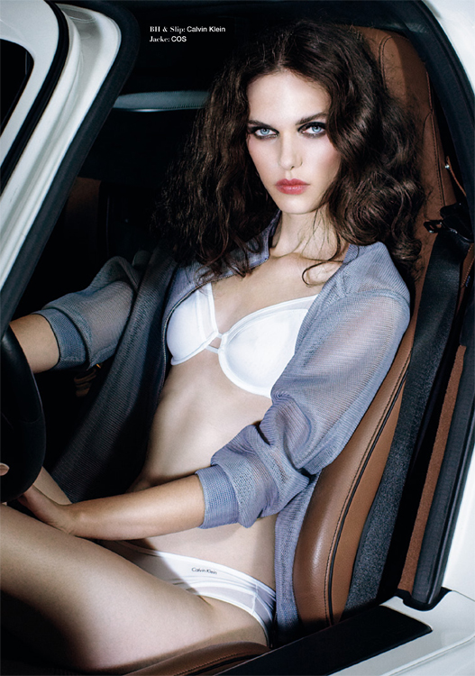 Model Curly Hair Dessous Lingerie White Car
