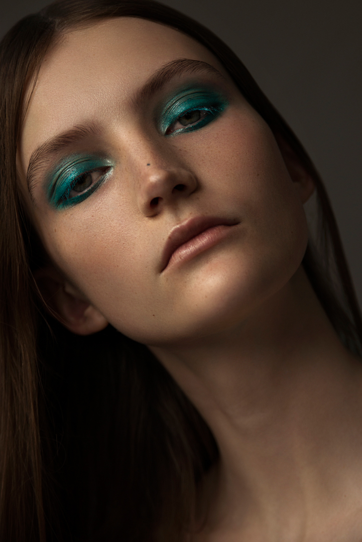 beauty green make up