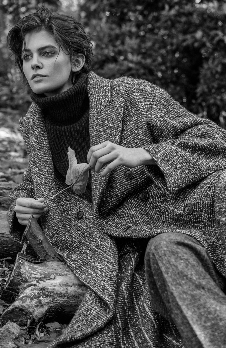girl coat wool nature bw