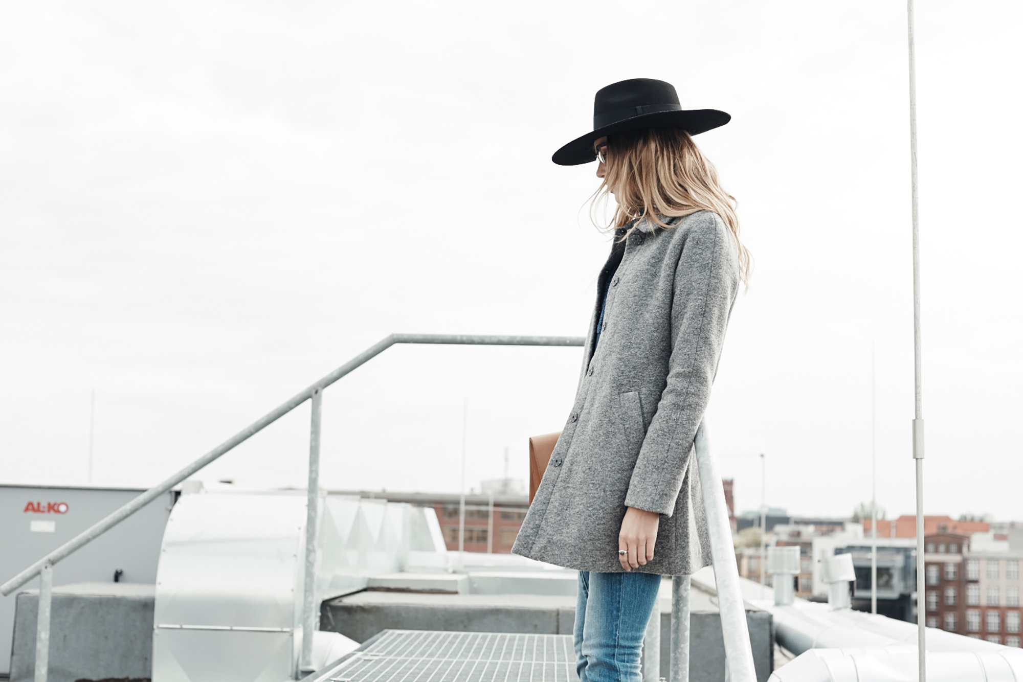woman black hat outdoor grey jacket