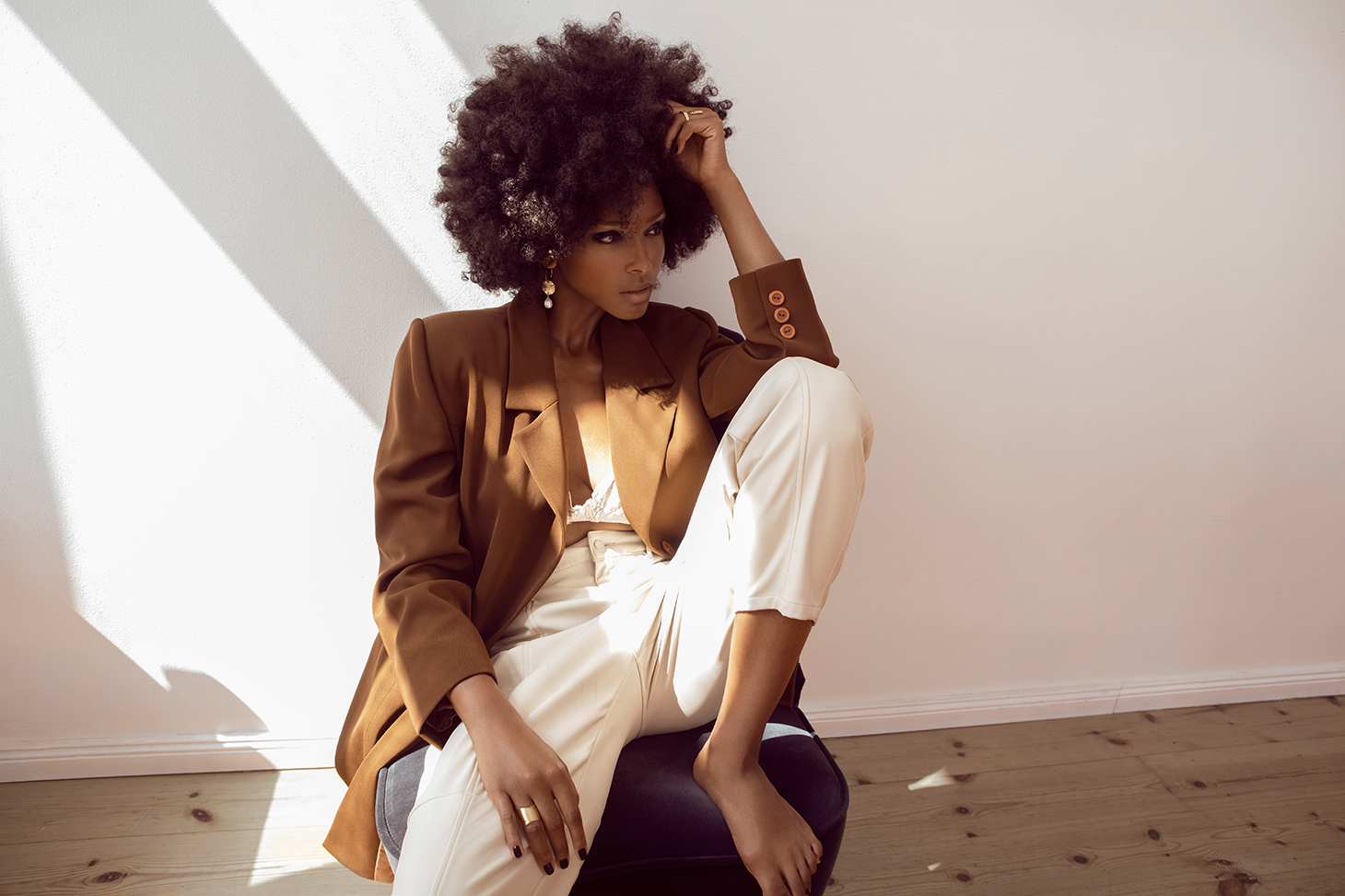 grazia netherland curly hair afro blazer sweater white shirt
