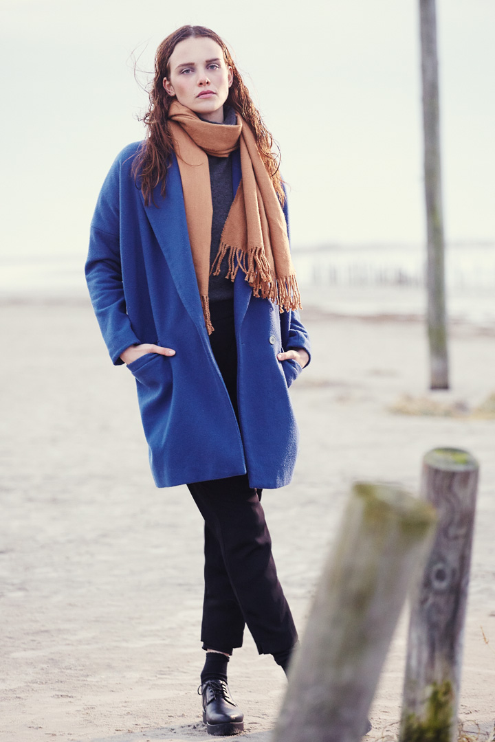 blue coat mantel blau starnd