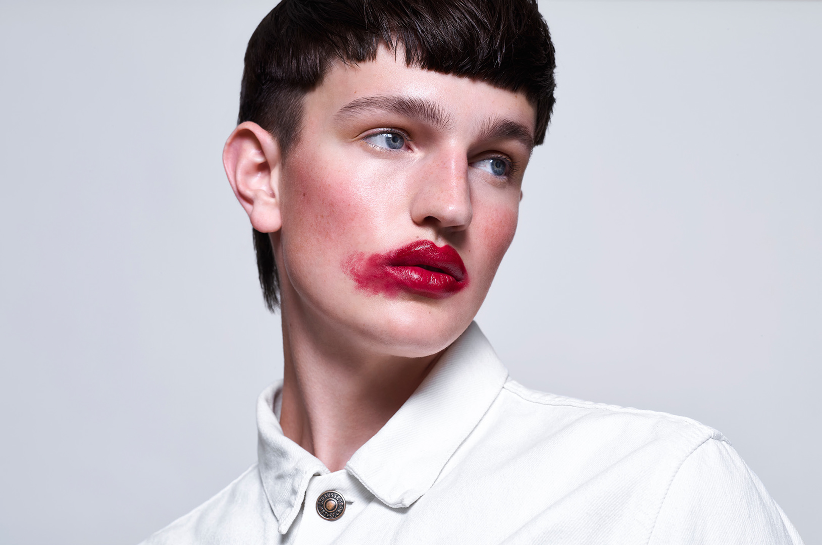 red lips short hairstyle art blue kaltblut magazine